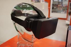 VR headset, image via Pixabay.com